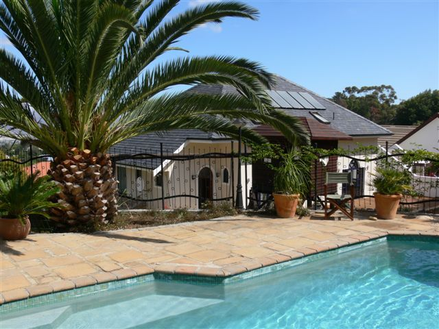 Five bed roomed self catering house in Somerset West http://capeletting.com/somerset-west/somerset-west/seringa-house-257/