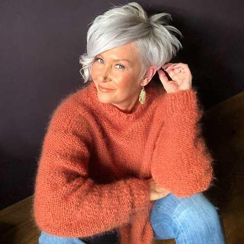 Plus de 70 meilleures coupes de cheveux en couches pour les femmes de plus de 50 ans   – Kleidung für Frauen