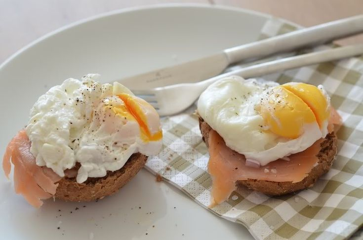 Eggs Bennedict and smoked salmon