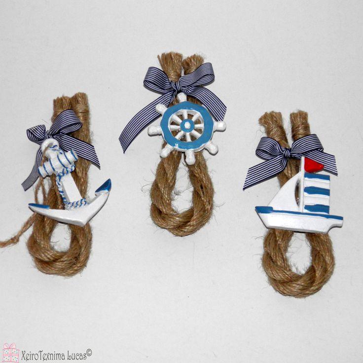 Καλοκαιρινή διακοσμητική σύνθεση με χοντρο σχοινί και θαλασσινά διακοσμητικά. Ιδανικό για στολισμό σε λαμπάδα. Summer decoration with jute rope and ceramic navy ornaments.
