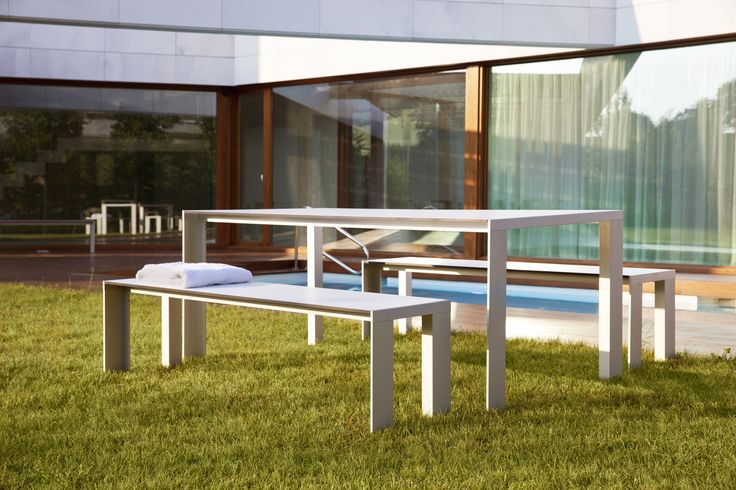Enjoy the warm summer afternoons with the STUA Deneb table and benches. Simple and timeless. DENEB: www.stua.com/eng/coleccion/deneb.html