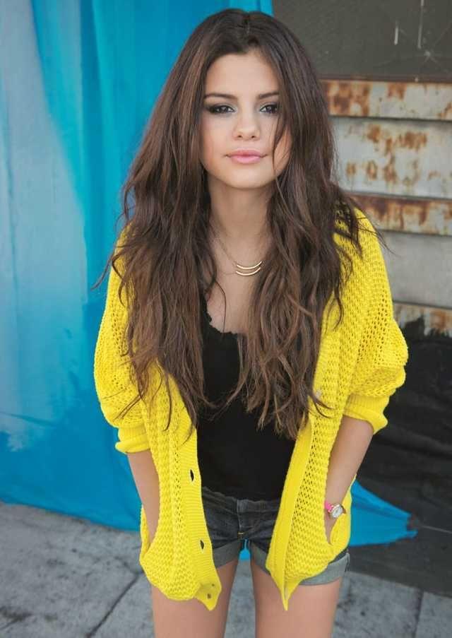Selena Gomez looking great in yellow - Imgur