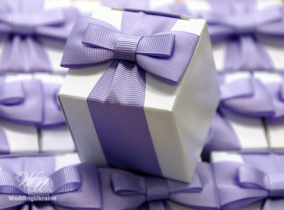 Any Quantity of Wedding Favor Candy Boxes --------  DETAILS: - White Wedding Favor Box (white cardboard) - Elegant bow (grosgrain or