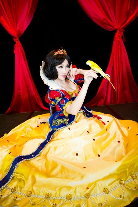 Lovely Snow White Cosplay