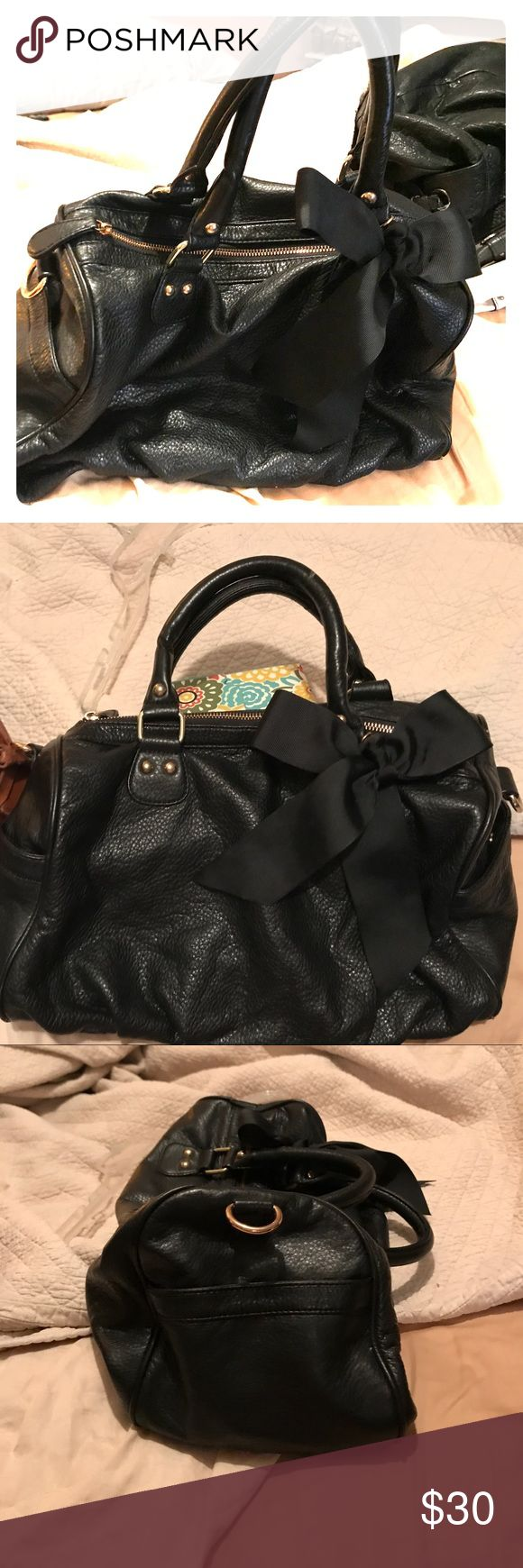 Steve Madden black purse Steve Madden black leather purse - has a few Snags but over all good condition. Has a cute bow on the front. Steve Madden Bags Totes