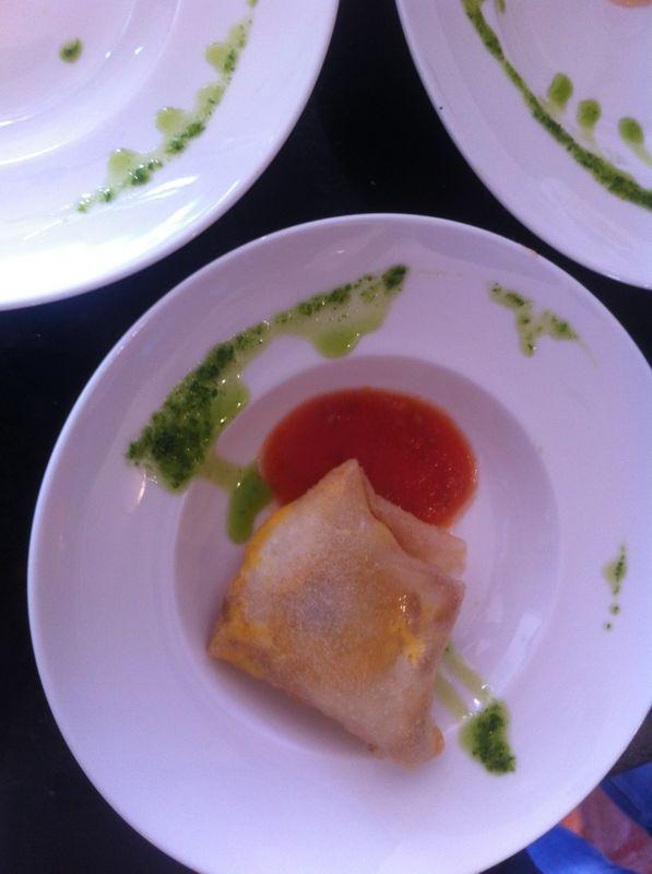 Brick de Huevo - Huevo de caserío, virutas de jamón y cebolla caramelizada al aroma de tomate