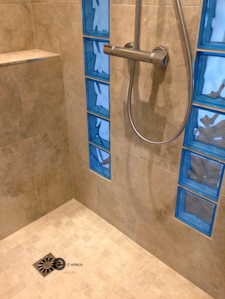 DOUCHE À L'ITALIENNE + briques de verre bleues-réalisation architecture Intérieure - Dominique JEAN pour EDECO Rénovation