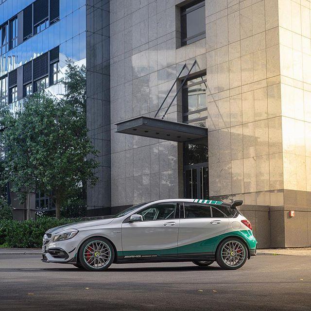 Foto Schuss von @ kor.life. [Mercedes-AMG A 45  Fuel consumption combined: 7,3-6,9 (l/100 km)   CO2 emission combined: 171-162 g/km]