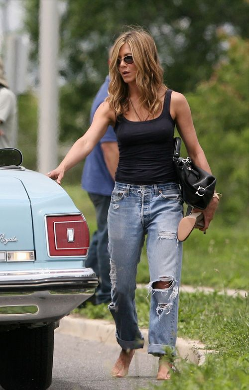 Yes...it's Jenn Aniston but I'm really talking about the pants...Love me some Levis BF Jeans;)