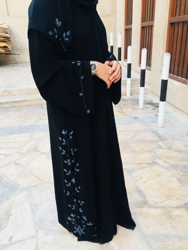 Zammilooni Black Abaya With Grey Embroidery With Sheila Order Now Orders Zammilooni Com Whats App 971 Simple Abaya Black Abaya Fashion Dubai Black Abaya