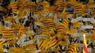 Le président catalan demande le soutien des dirigeants européens - rts.ch. Le président de la Généralité de Catalogne, Artur Mas, a demandé aux chefs de gouvernement des pays membres de l'Union européenne de soutenir le projet de référendum sur l'indépendance de la riche région du nord-est espagnol. Dans des lettres adressées en décembre, mais rendues publiques ce jeudi seulement, Artur Mas appelle les capitales européennes à défendre le référendum d'autodétermination qu'il souhaite…