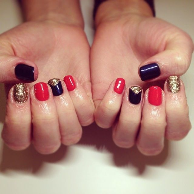 #nails #nailart #nailfun #funnails #instanails #calgelnails #calgel #manicure #coralnails #glitternails #gold #sparkle #navynails #love #fashion #bobbydazzler