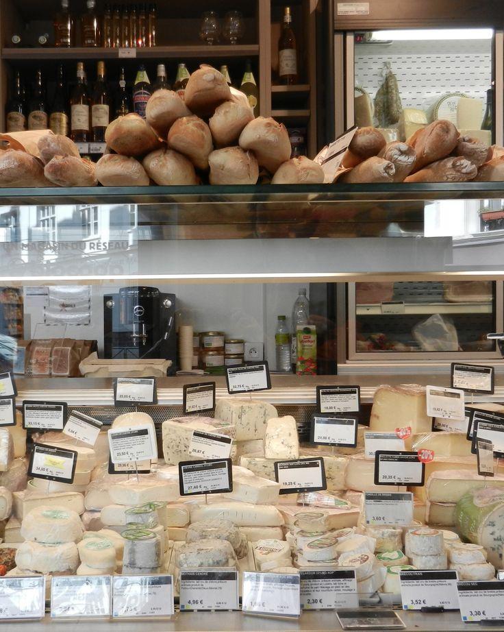 Charcuterie, fromages, pains, produits d'épicerie fine, ... Tout ça dans l'avant boutique de Welcome bio !  De quoi vous mettre l'eau à la bouche en passant les portes de votre magasin bio ...