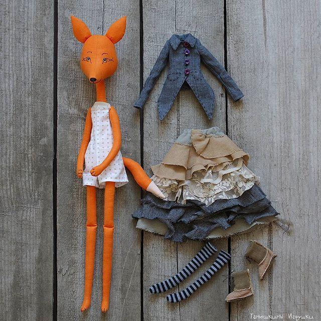 Лисичка Лиза. Очень трогательная и скромная барышня. Вся её одежда снимается…