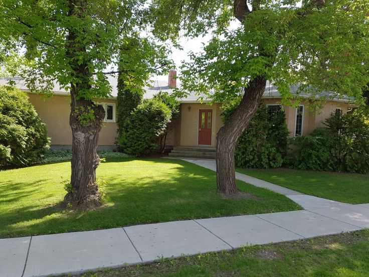We have a New Listing in the Town of Langham! https://saskhouses.com/listings/102-main-street-east-langham/ #langham #bungalow #commissionfree