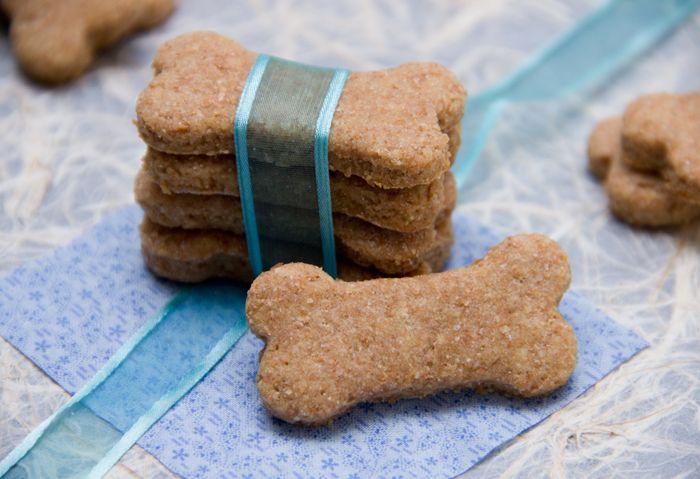 homemade peanut butter dog treats @Maria D @Karen DeFilippo #homemade #dogtreats