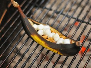 """Grilled Banana Boats with Peanut Butter, Chocolate, and Marshmallows 