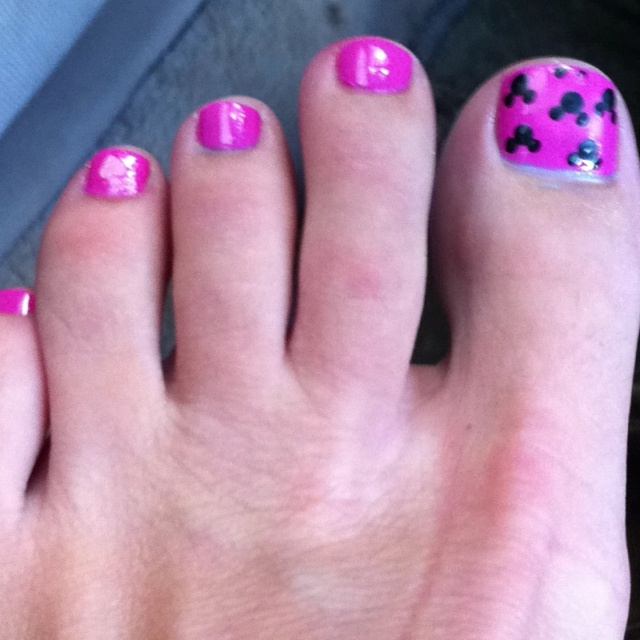 Nail Polish Games For Girls Do Your Own Nail Art Designs: Mickey Mouse Toes For Disney!