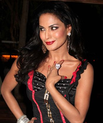 Veena Malik gets to play a double role!