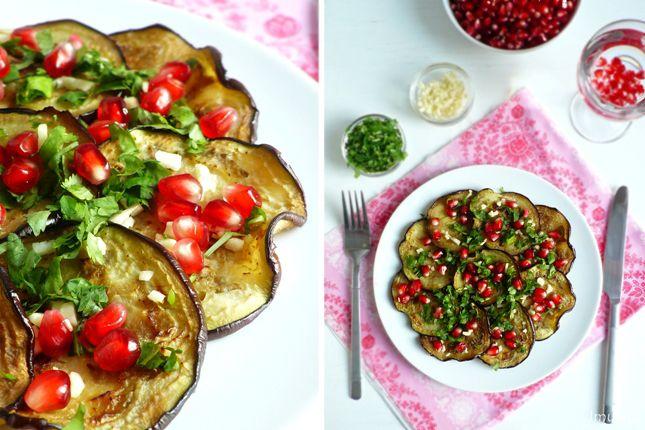 Сегодня у меня простое, но при этом вкусное блюдо с грузинским акцентом. Жареные на гриле баклажаны с чесноком, кинзой и гранатом. Готовится это блюдо быстро,…