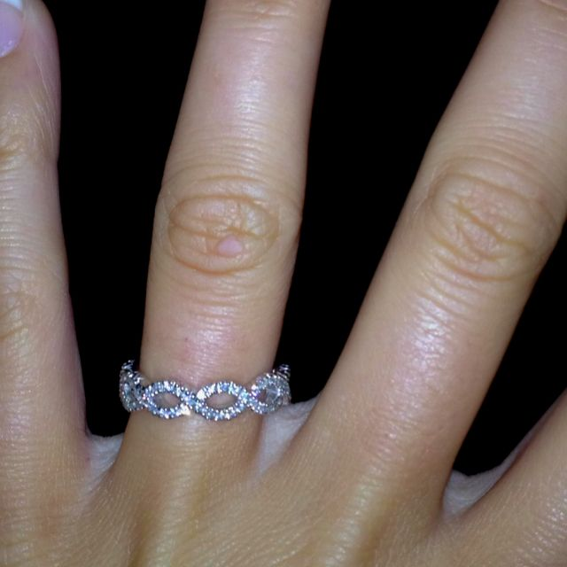 infinity wedding band... so pretty :)