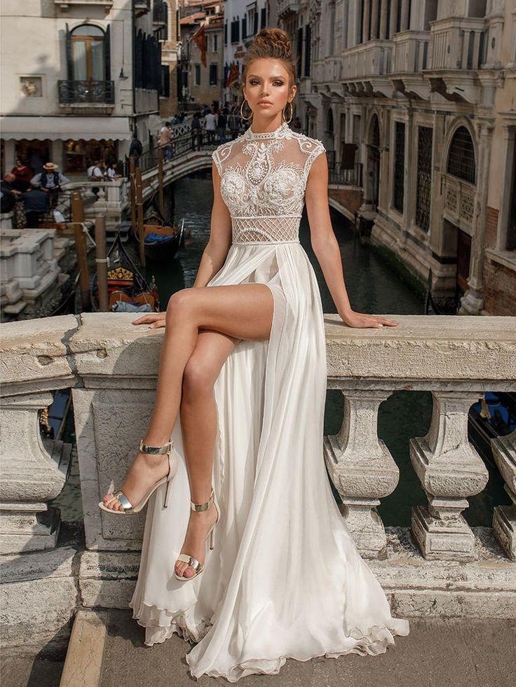 A-Line Brautkleid mit schierem, vorne aufgeschlitztem Rock und