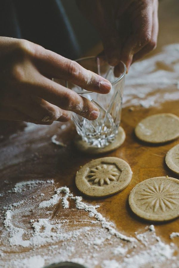 Use glasses with intricate bottoms to stamp designs on cookies... Great idea.