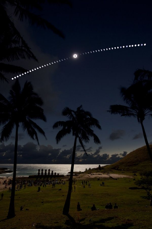 Eclipse on the Beach By Guillaume Blanchard: Total Solar Eclipse as seen from Anakena Beach, Easter Island. 7/11/10.