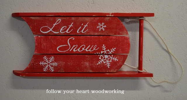 Let it Snow Sled from pallet wood - nice on a wall! #DIY #christmas #winter