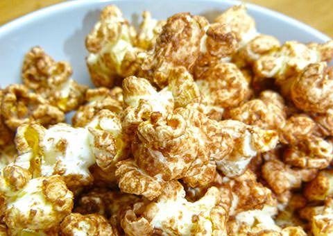 Popcorn mit Nuss-Nougat-Creme – das ist Popcorn mit einem leichten Hauch von Schokolade. Nicht zu süß und perfekt für den Kindergeburtstag!