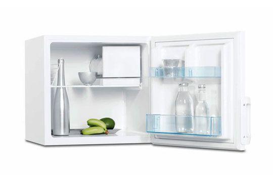 Ceci n'est pas un mini bar : Réfrigérateur cube à poser, 1 porte, capacité 67 l, très silencieux, H 52 x L 52,5 x P 59 cm.
