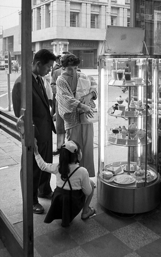 Tonto's father private photography Ice cream アイスクリーム - Japan - November 1957 Nippon-Graph