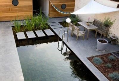 Knappe stadstuin met zwemvijver in Fence Magazine