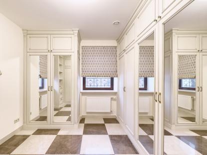 Элитная гардеробная комната в классическом стиле