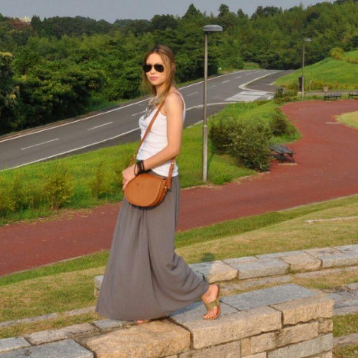Maxi skirt , caramel bag, comfy ootd. Boho style