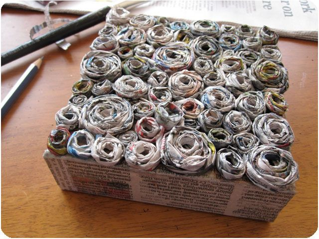 A newspaper canvas artwork. Looks fun to do and with a really nire result !