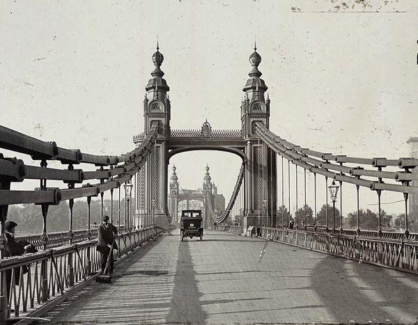 On the old Chelsea Bridge, c. 1910