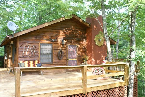 Kimberly Lane In Whittier Nc Just A Few Minutes From Dillsboro Nc Adorable Cabin With A Real Treehouse Feel Nc Mountains Cabins Cabin Tree House