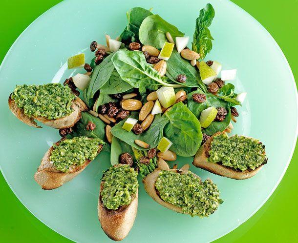 En opskrift på en tindrende grøn forårsspinat er velegnet til både elegant og rustik servering.