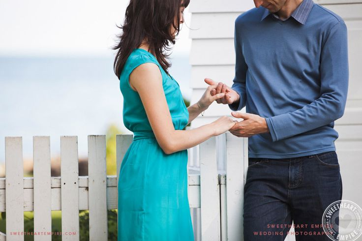 Holding hands - Engagement Photos at Oakville Waterfront, Lake Ontario > Sweetheart Empire » Oakville Wedding Photographer