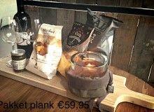 Kerstpakket met kitchen trend stokbrood plank. € 59,95. Een kerstpakket op maat, maak het persoonlijk en stel het pakket samen met Pieters.  kerst 2014 info@pieterszevenbergen.nl