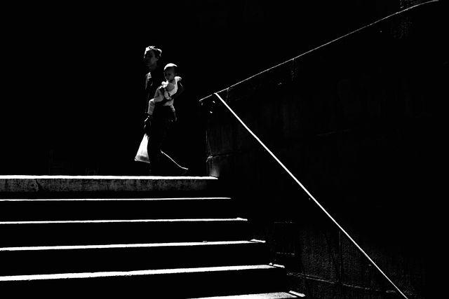 Jedes Bild komponiert Sandor Rozsas zu einem Kunstwerk in Schwarzweiss. Wann in Zürich wo das Licht am besten ist, weiss er ganz genau. Foto: Sandor Rozsas