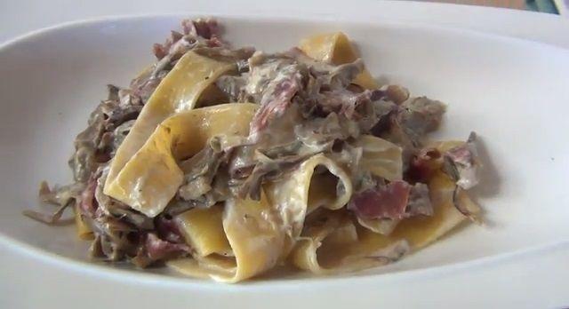 Pappardelle carciofi e speck http://www.puntoricette.it/Ricetta/pappardelle-carciofi-speck-video-ricetta/ #ricette #ricettafacile #ricettaveloce