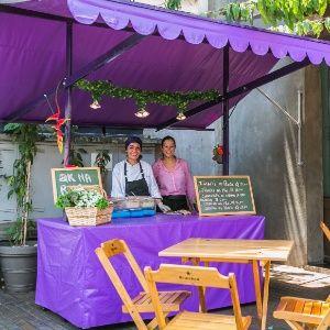 Chefs apostam em pratos a preços acessíveis em barracas e trailers