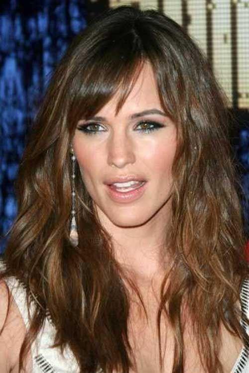 Uzun Yüzlere Göre Dalgalı Kahküllü Saç Modeli