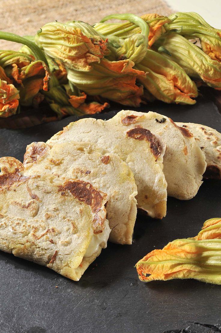 Antiguo México, Somos como Tú | Te invitamos a prepara y comer unas deliciosas quesadillas de flor de calabaza. Aquí encontrarás la receta. | Puro #Sabor #Mexicano; #BuenProvecho