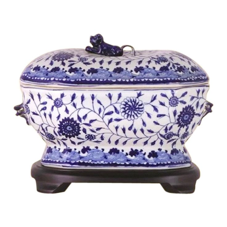 Beautiful Chinese Porcelain Blue and White Tureen with Base