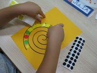 l'interior d'un espiral, després el retallem, i decorarà la classe!+motricité fine