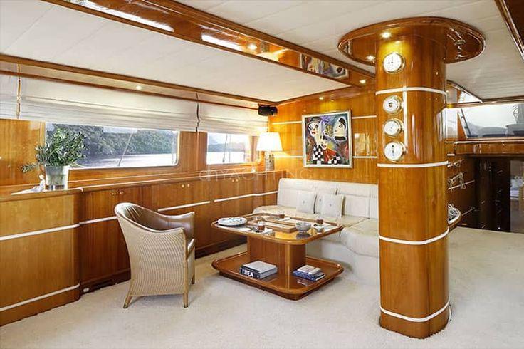 Muhteşem bir salon. Silvermoon teknesi. Yat Kiralama: http://dhyachting.com/tr/