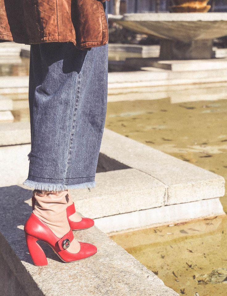 vintage look 70s fashion blogger italian Prada boots